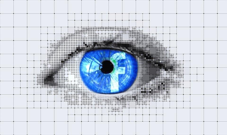 Furti d'identità, contraffazione e pirateria online, le criticità con cui Facebook sta facendo i conti